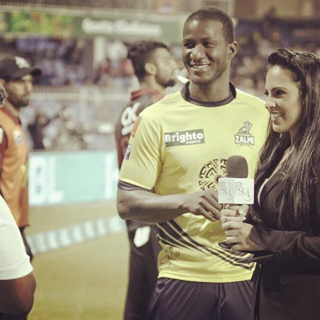Dushyanth's girl poses with T-20 trophy (1)